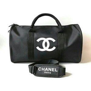 Handbags - NEW Beauty Counter GIFT TRAVEL GYM BAG CROSSBODY